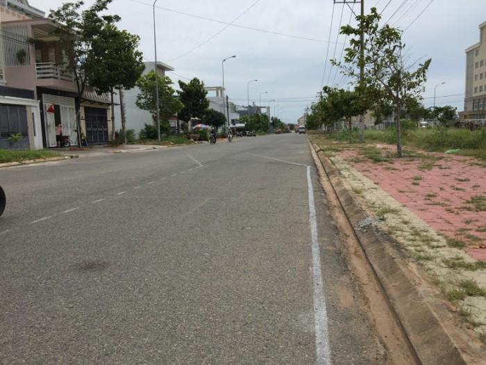 Chính chủ bán lô đất đẹp mặt tiền đường Võ Văn Hát, đối diện trường Nghiệp Vụ Kho Bạc quận 9