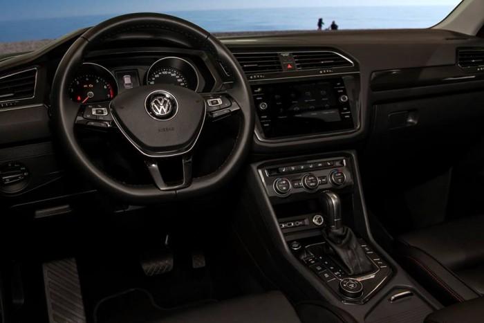 Bán xe Volkswagen Tiguan 2018 2.0L TSI mới, nhập khẩu nguyên chiếc, trả trước chỉ từ 600 triệu