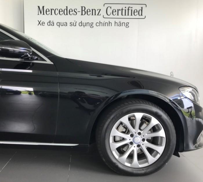 Bán Mercedes E200 2017 Cũ, màu Đen..Chạy 3.900 Km Chính Hãng