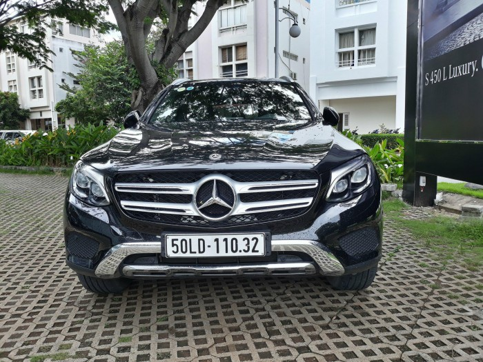 Bán Mercedes Glc250 cũ 2018 4Matic, Đen..Chạy lướt 33 Km Chính Hãng