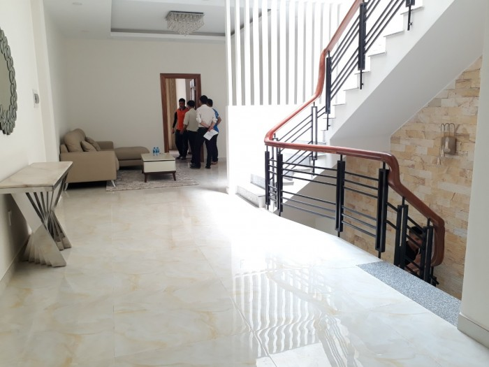 Bán nhà phố Biên Hòa 1 trệt 2 lầu,DT 5x20,mặt tiền quốc lộ 51,sổ hồng (có hình)
