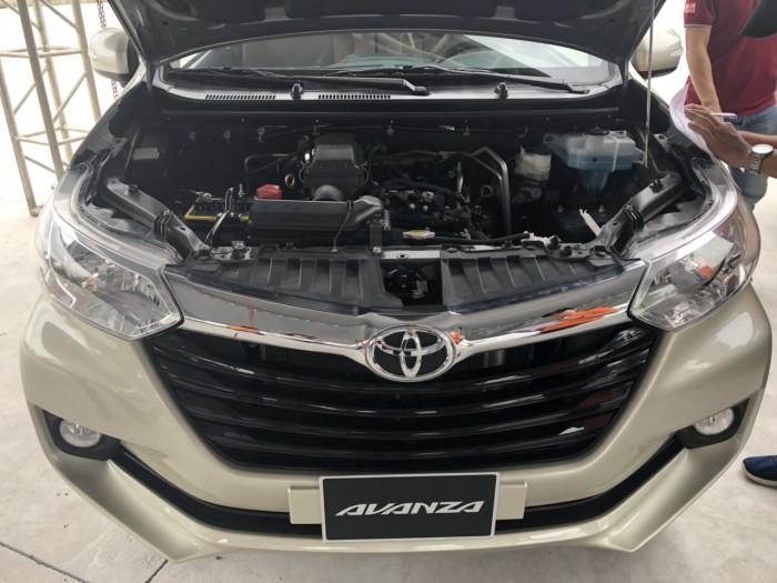 Toyota avanza 1.5g at màu vàng giao ngay
