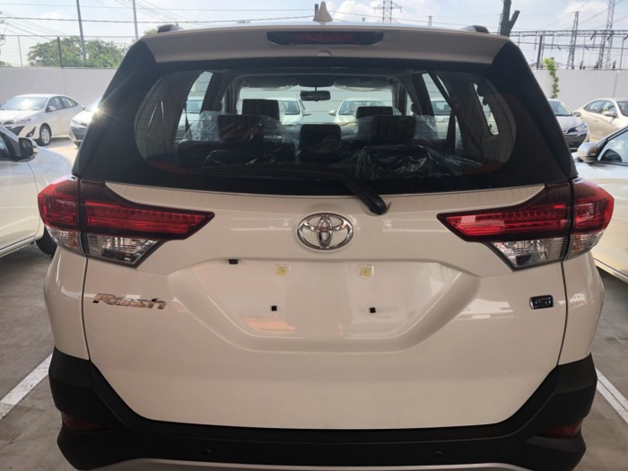 Toyota rush 1.5s at nhập khẩu màu trắng 2