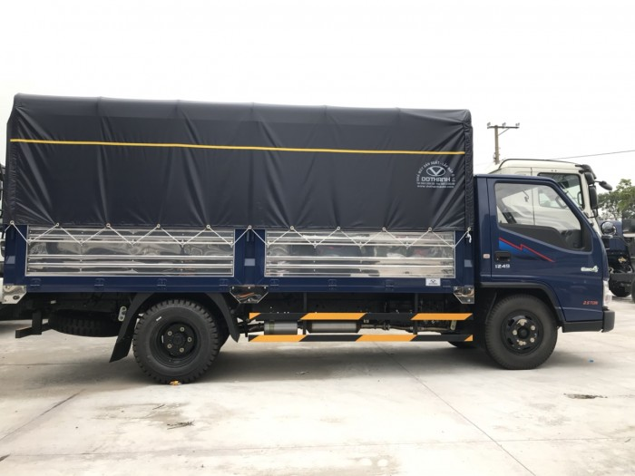 Khuyến mãi mua xe tải Hyundai IZ49 2.4 tấn thùng mui bạt rẻ nhất tại Hyundai Vũ Hù...
