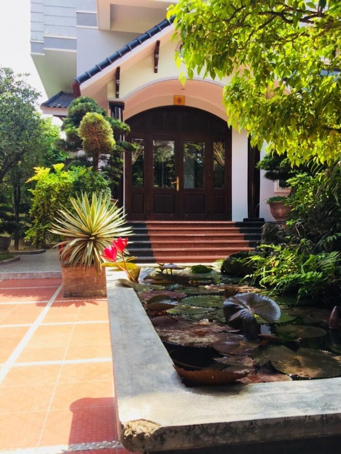 Bán biệt thự đơn lập,sân vườn 3 tầng ngay Trung Tâm Thành Phố Huế