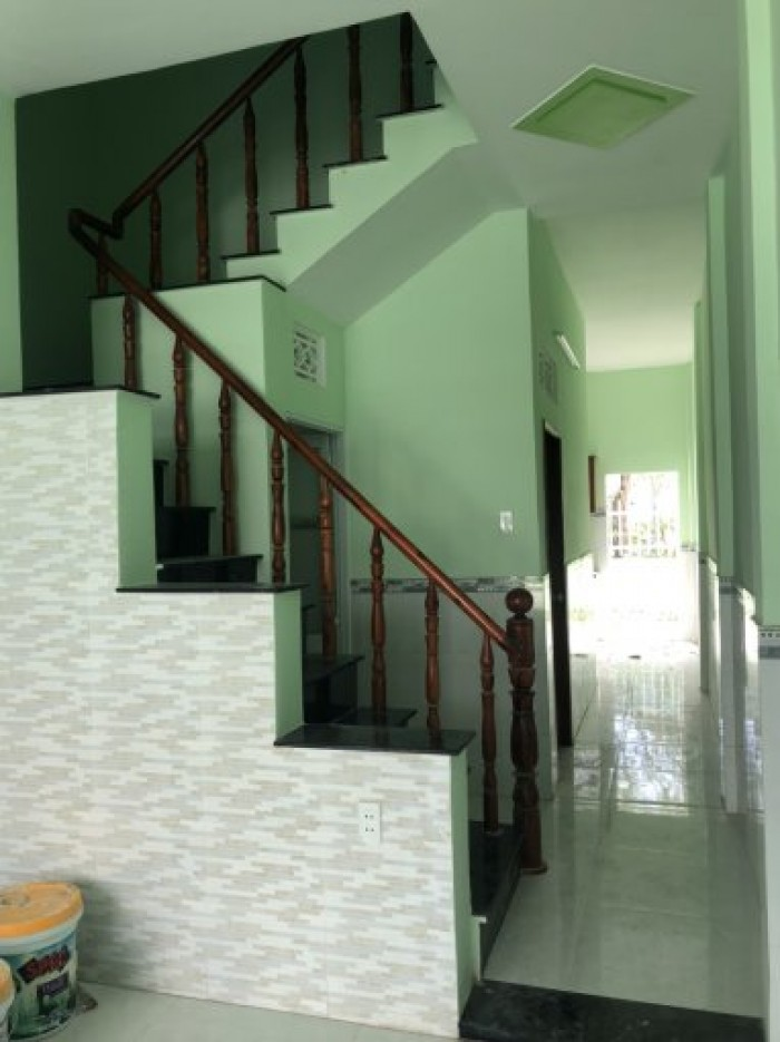 Bán nhà mới xây rất đẹp ngay ngã ba Tân Kim, sổ hồng đầy đủ, trệt, lầu, 2PN mới 100%