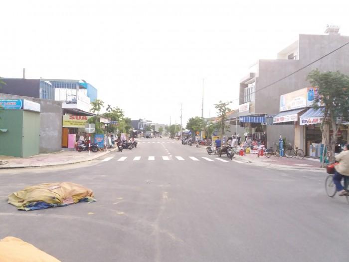 Cần bán lô đất thổ cư, 2 mặt tiền, xây nhà ở khu phố chợ Thanh Quýt.