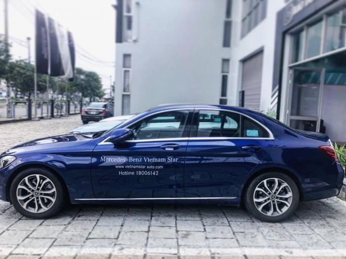 Mercedes C200 lăn bánh 1.000km , xe chính hãng, hổ trợ vay vốn tầm 7trieu / tháng 5