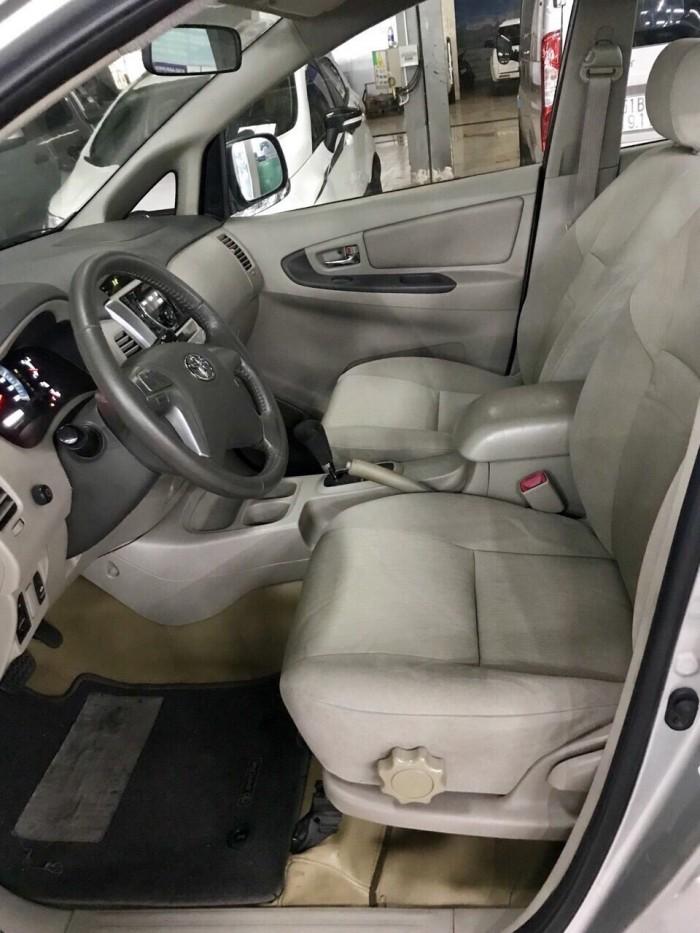 Bán Toyata Innova sx 2013 số tự động màu bạc 1