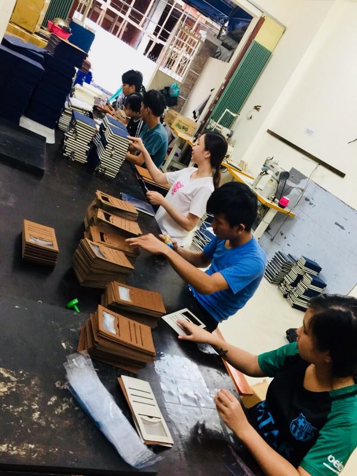 Xưởng sản xuất sổ da, ví name card, ví passport, bóp da nam - nữ, móc khóa giá rẻ tại TP.HCM