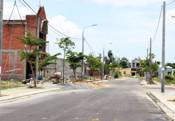 Cần tiền gia đình bán lỗ 600m2 đất, đã có sổ hồng, ngay khu đông dân cư, tiện KD