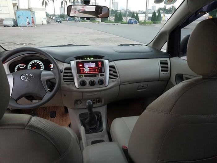 Cần bán nhanh xe Toyota  Innova đời 2015 số sàn máy xăng,màu vàng cát
