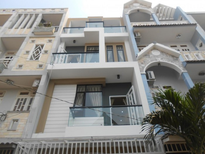 Bán Nhà riêng tại đường Kinh dương Vương, Q6. DT 135m2