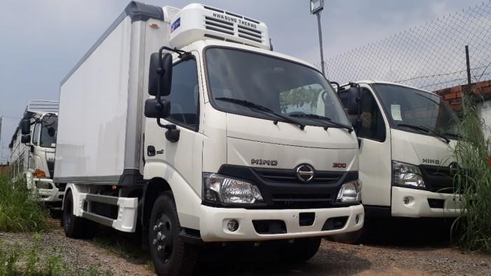 Giá xe tải Hino 4 tấn thùng đông lạnh, trả trước 100 triệu, giao luôn xe 3
