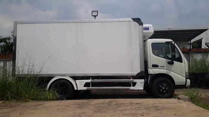 Giá xe tải Hino 4 tấn thùng đông lạnh, trả trước 100 triệu, giao luôn xe