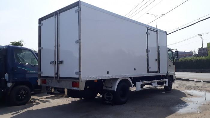 Giá xe tải Hino 6.2 tấn thùng đông lạnh, trả trước 100 triệu giao luôn xe