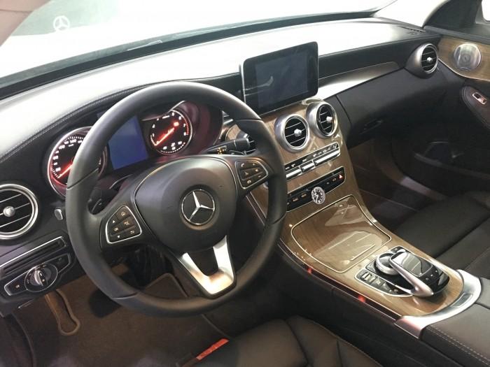 Mercedes-Benz C250 - hổ trợ vay vốn 80%, lãi suất ưu đãi nhìu gói, chỉ cần 350 nhận xe ngay