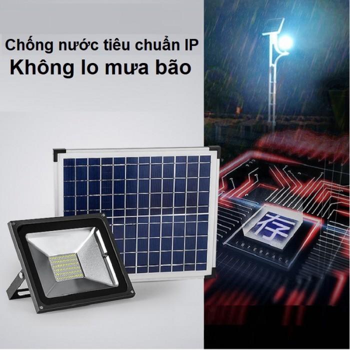 Đèn pha năng lượng mặt trời 100W MayorWolf3