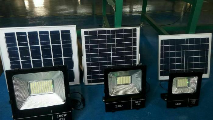 Đèn pha năng lượng mặt trời 100W MayorWolf9