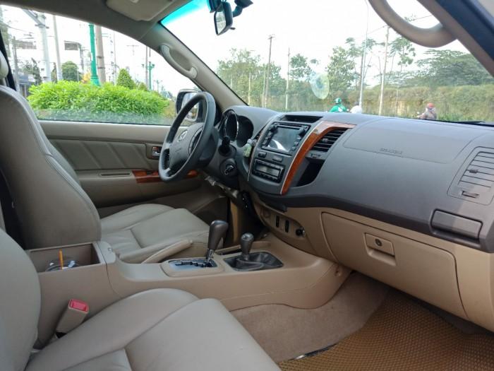 Bán nhanh Toyota Fortuner 2010 màu bạc tự động xe đẹp nguyên bản. 2