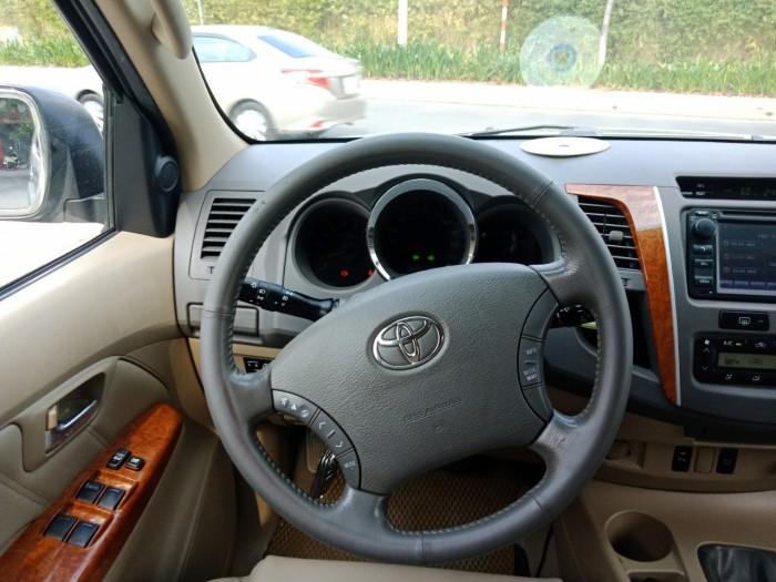 Bán nhanh Toyota Fortuner 2010 màu bạc tự động xe đẹp nguyên bản. 0