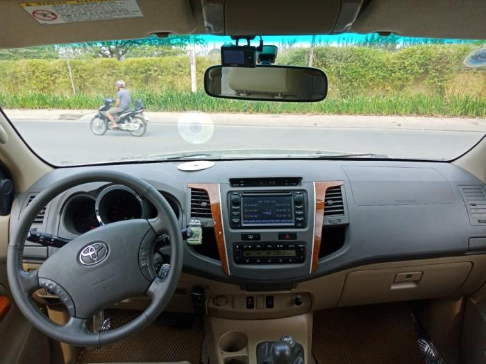 Bán nhanh Toyota Fortuner 2010 màu bạc tự động xe đẹp nguyên bản. 1