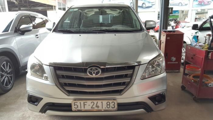 Bán Toyota INNOVA 2.0E màu bạc số sàn sản xuất 2015 biển Sài Gòn đi 70.000km