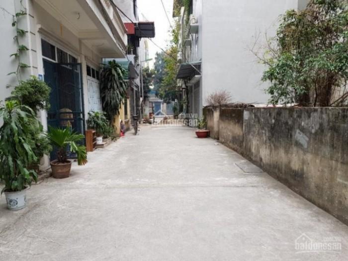Bán nhà cấp 4 ngõ ô tô vào ở Thạch Bàn-Long Biên, DT 57m2, MT 4m
