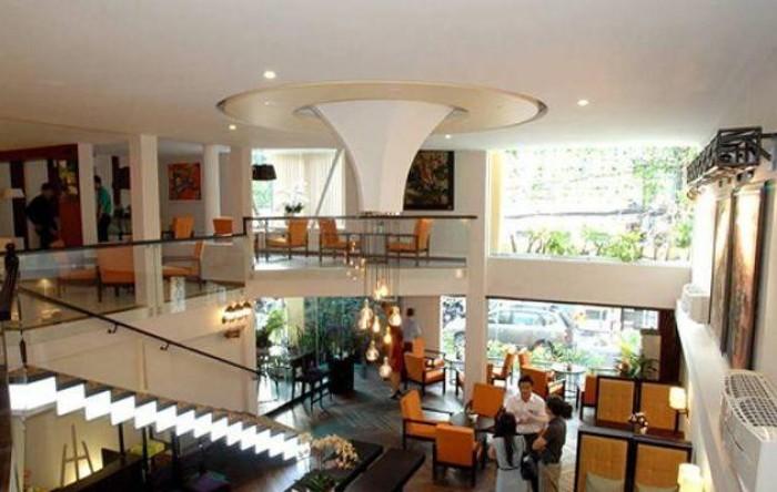 Bán Tòa nhà Sư Vạn Hạnh: 8x20m . Hầm 7 lầu . Đang cho thuê 300 triệu/th.