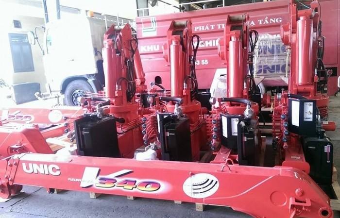 Xe tải gắn cẩu Isuzu FRR90N tải trọng 5 tấn, gắn cẩu unic 3 tấn, trả trước 200 triệu giao luôn xe - Gọi 0907043398 (MrTú 24/24)