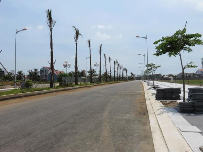 Cho thuê lô đất 5000m2 Lê Đức Thọ, Cầu giấy: 32k/m2, mt 50m. Sân Bóng, nhà hàng.