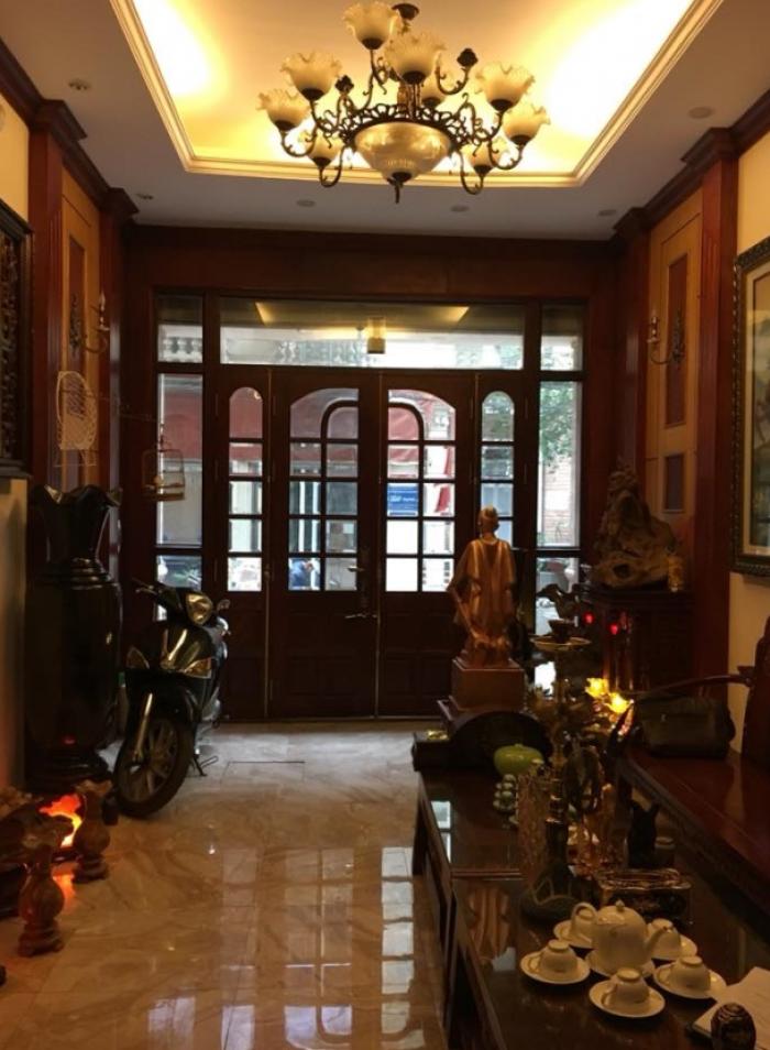 Bán gấp nhà riêng, đẹp ở Phạm Ngọc Thạch. DT: 32m2, 5 tầng