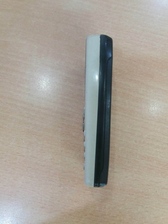 Nokia 8250 cổ nghe gọi nhắn tin tốt kèm xạc2