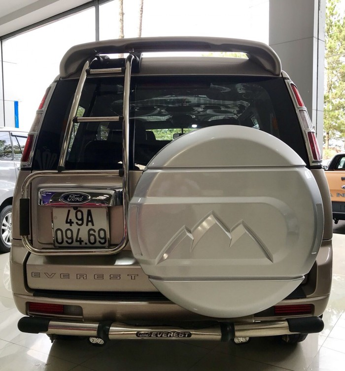 Bán Ford Everest 4x2 MT sx 2014 ghi vàng 0