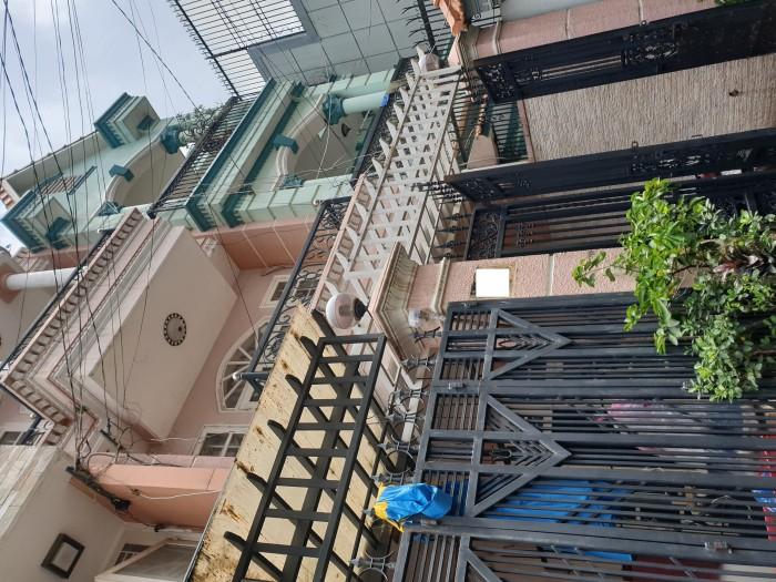 Bán gấp nhà hẻm đường Hoàng Việt phường 4 Tân Bình.