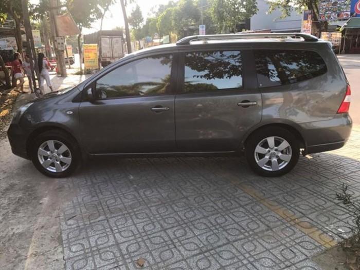 Cần tiền bán Nissan Livina 2011 số sàn màu xám xe đẹp