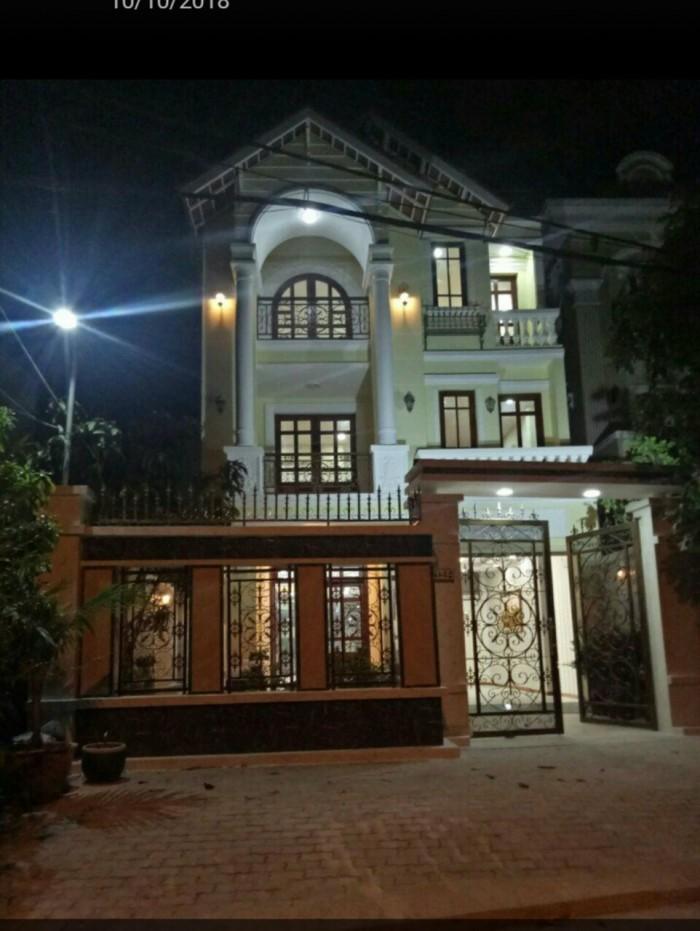 Bán gấp biệt thự D32 mặt tiền đường lớn khu dân cư Nam Long Phú Thuận Quận 7