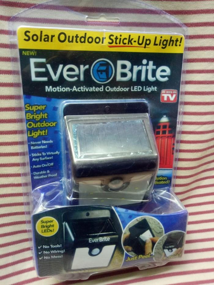 ĐÈN EVER BRITE -đèn năng lượng mặt trời2