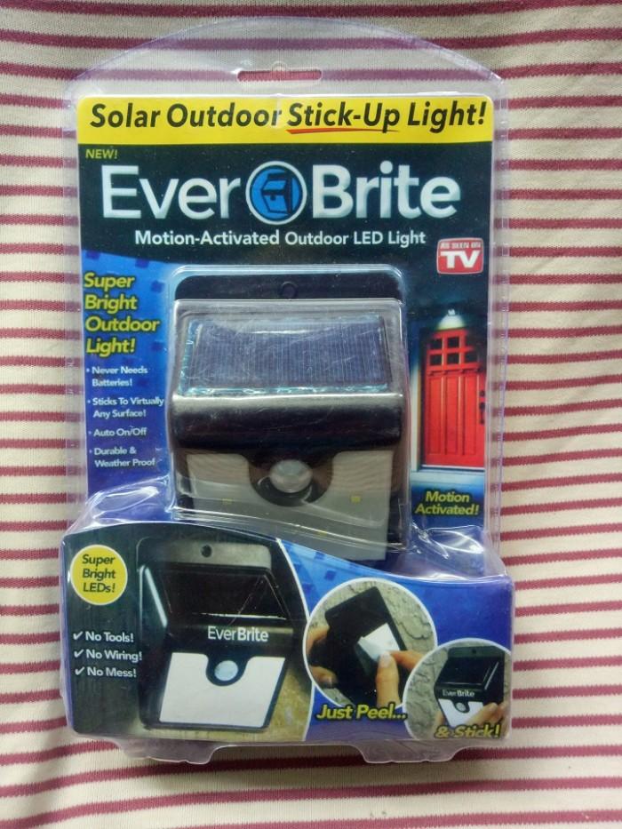 ĐÈN EVER BRITE -đèn năng lượng mặt trời1