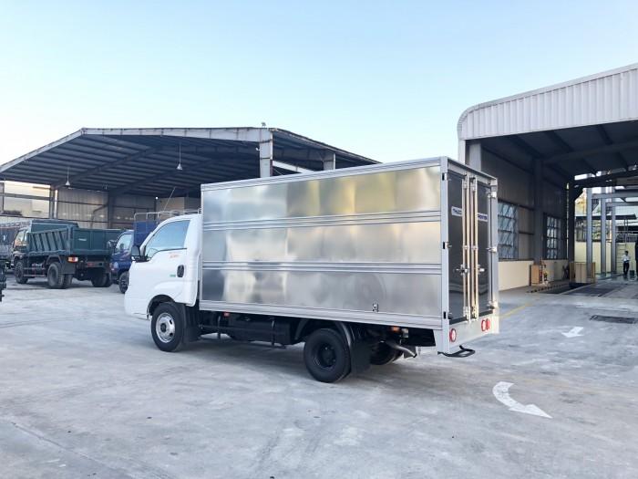 Bán xe tải Thaco K250 thùng kín màu trắng tải trọng 2 tấn 4 tổng tải dưới 5 tấn
