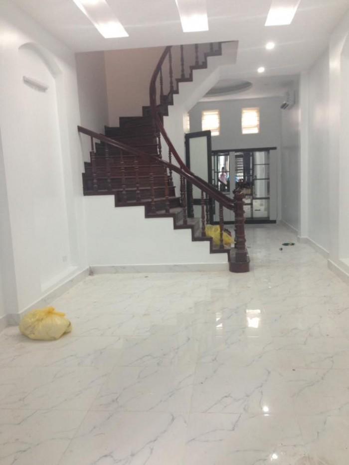 Bán nhà Nguyễn Ngọc Vũ cực đẹp ở ngay đủ nội thất, ô tô đỗ cổng. 82m2 4 tầng