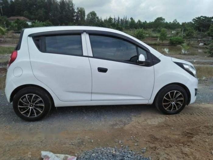 Cần bán gấp Chevrolet Spark 2017, số sàn, màu trắng