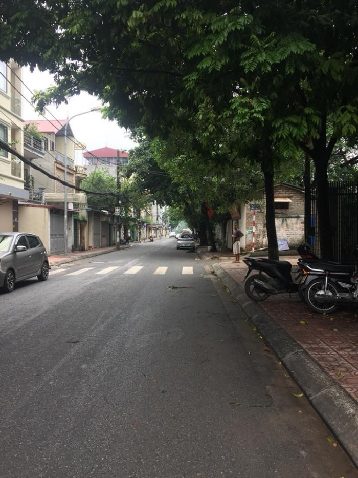 Bán đất mặt đê Bát Khối, Long Biên , Hà Nội, DT 230M, gía 70tr/m