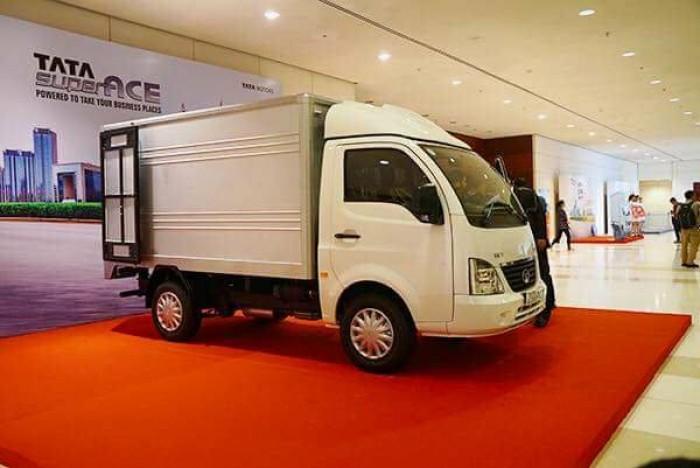 mua xe tải tata 1t25 thùng kín inox 14