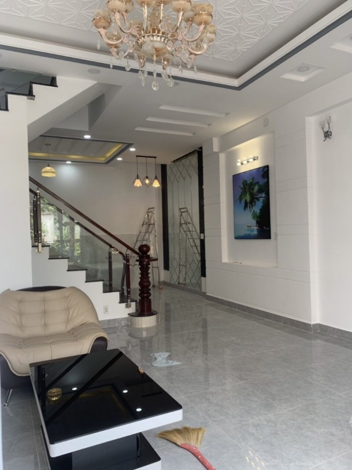 Bán nhà mới đẹp, ngay cầu Phú Xuân, TT Nhà Bè, DT 5.2x10m, 3 tầng, st