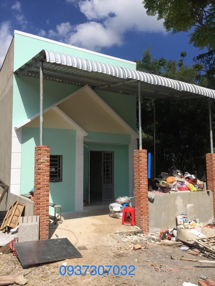 Bán nhà mới xây đẹp,giá rẻ ưu tiên cho công nhân giá chỉ 300trieu ngay khu dân cư đông đúc.