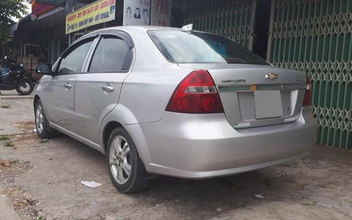 Cần bán Chevrolet Aveo 2017 số sàn màu bạc xe đẹp mới.