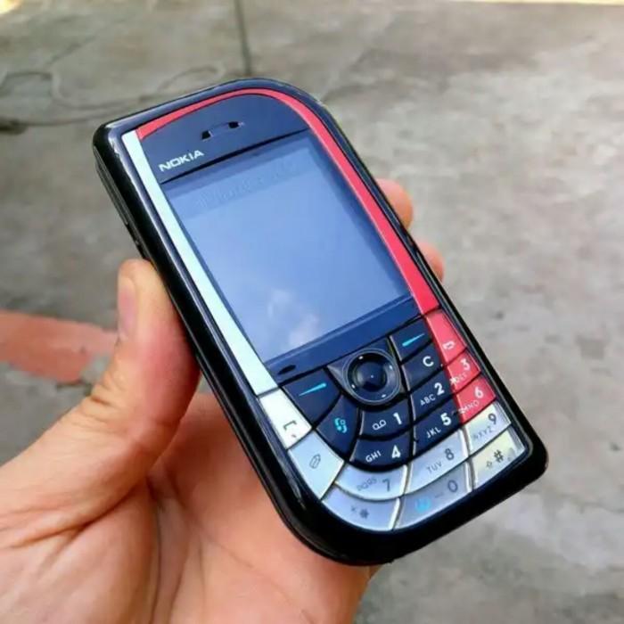 Nokia chiếc lá 7610 cổ chính hãng kèm xạc5