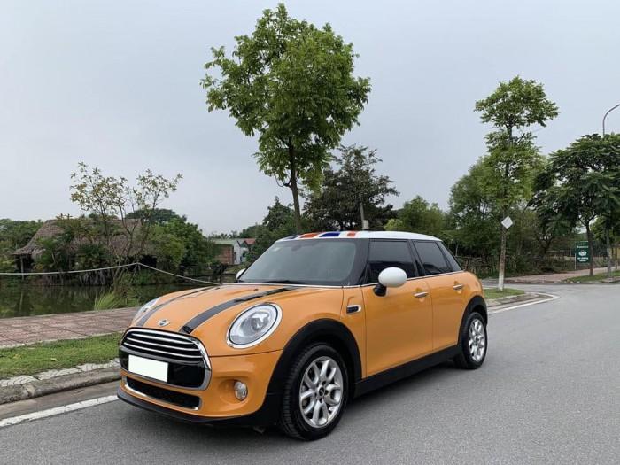 Cần bán gấp trả nợ xe Mini Cooper đời 2016,màu vàng, tự động full option