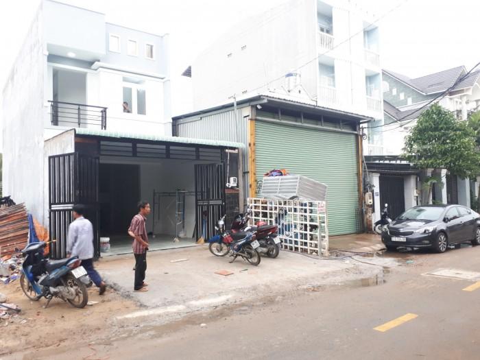 Bán nhà 1 trệt 1 lầu mặt tiền đường 160 - Lã Xuân Oai. 90m2